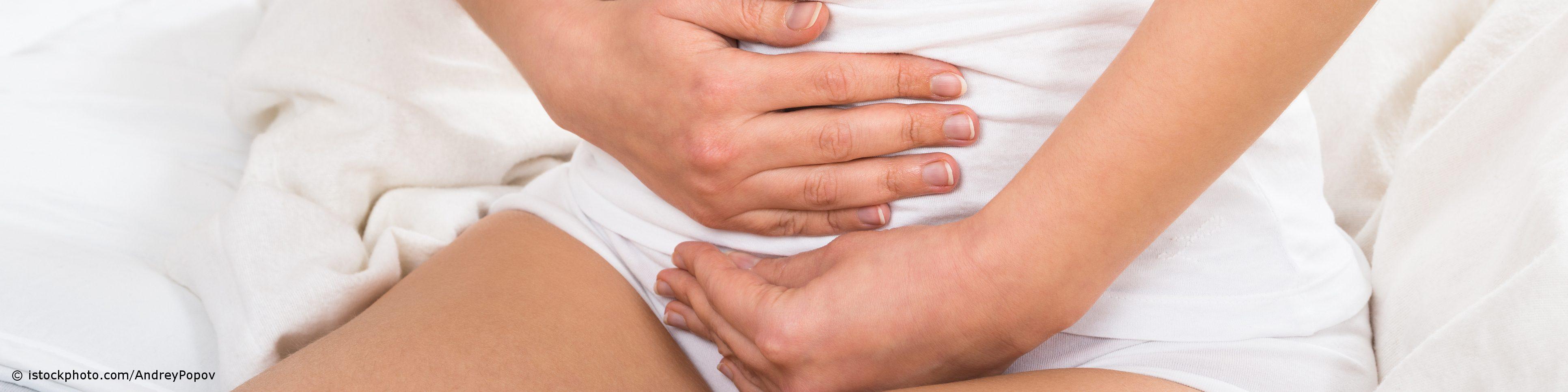 Krampfartige Schmerzen im Unterbauch sind typisch für eine Blasenentzündung.